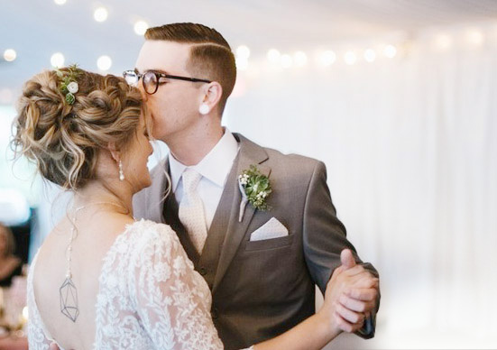 A BEAUTIFUL FIRST DANCE AT STONEBRIDGE MANOR