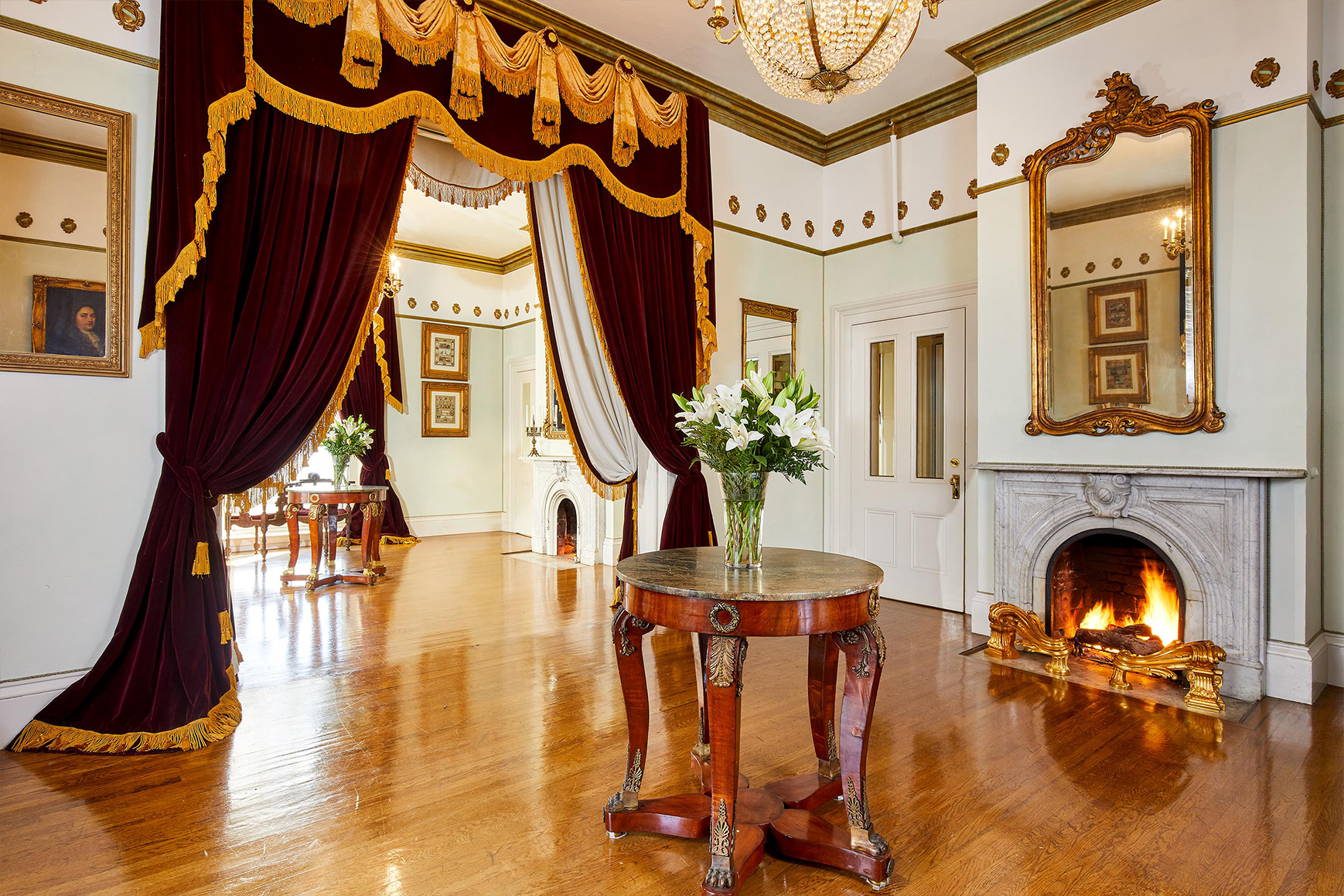 Colonial Fixtures at This Extravagant Historic Manor With Bay Views and Superb Gardens