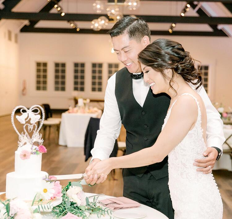 Stephanie & Ryan Cut Their Wedding Cake - The Carlsbad Windmill