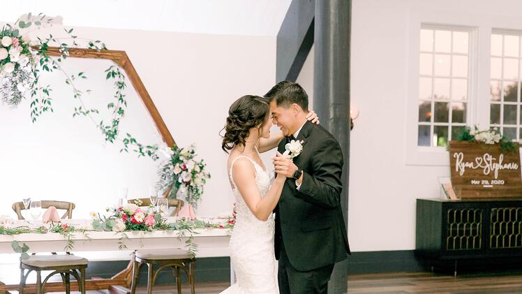 A Romantic First Dance at The Carlsbad Windmill