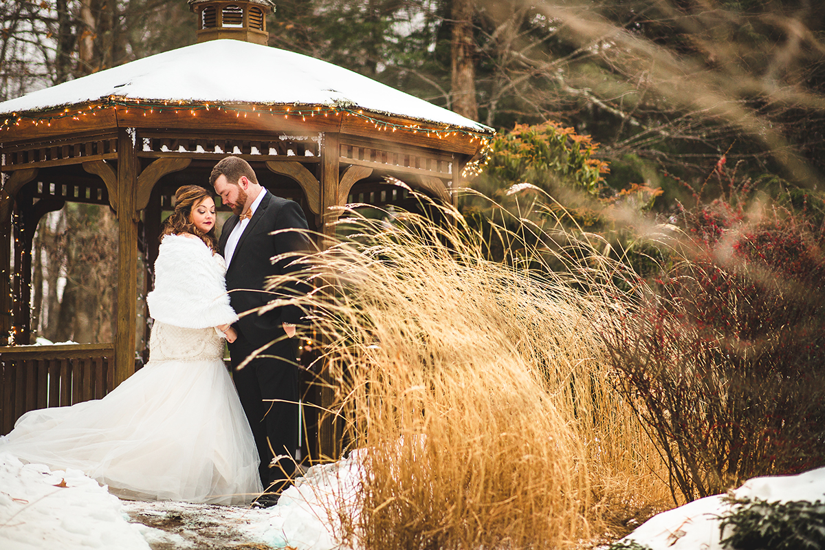 Snow covered weddings are picture perfect!