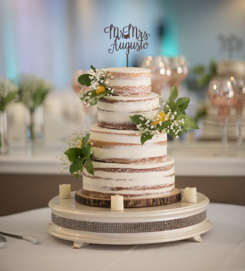 autumn-themed wedding cake at Fresno Fields by Wedgewood Weddings