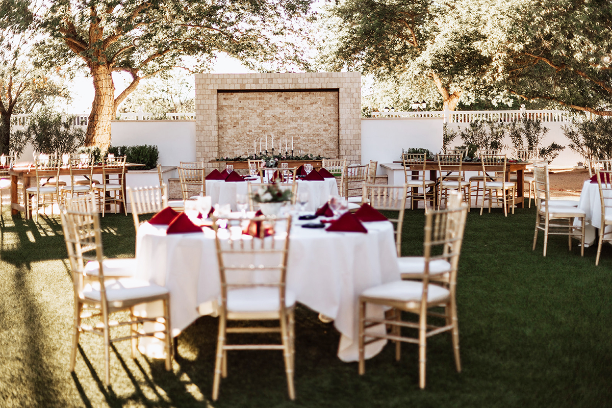 Lindsay Grove in Mesa, AZ is the perfect backdrop for an outdoor wedding