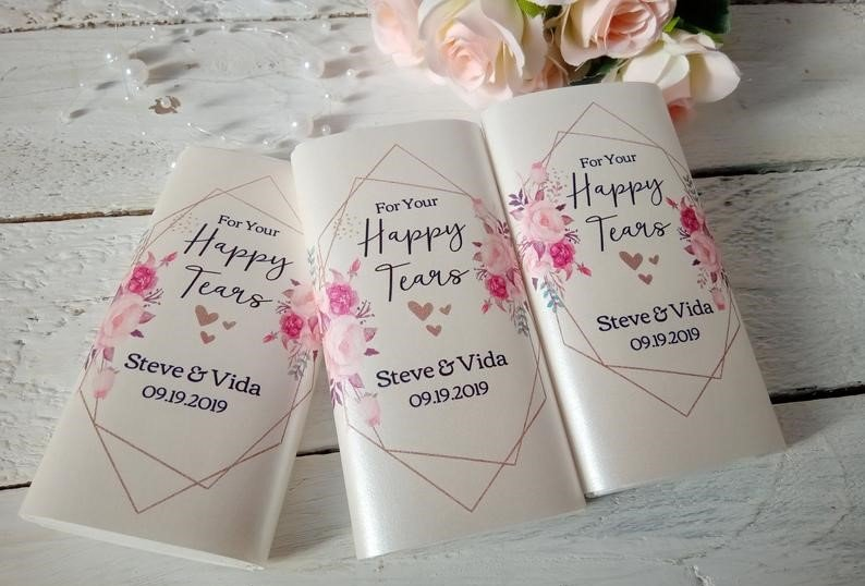 personalized-tissue-pack-wedding-favor