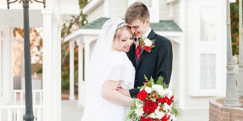 Stunning Winter White Holiday Wedding at Lindsay Grove