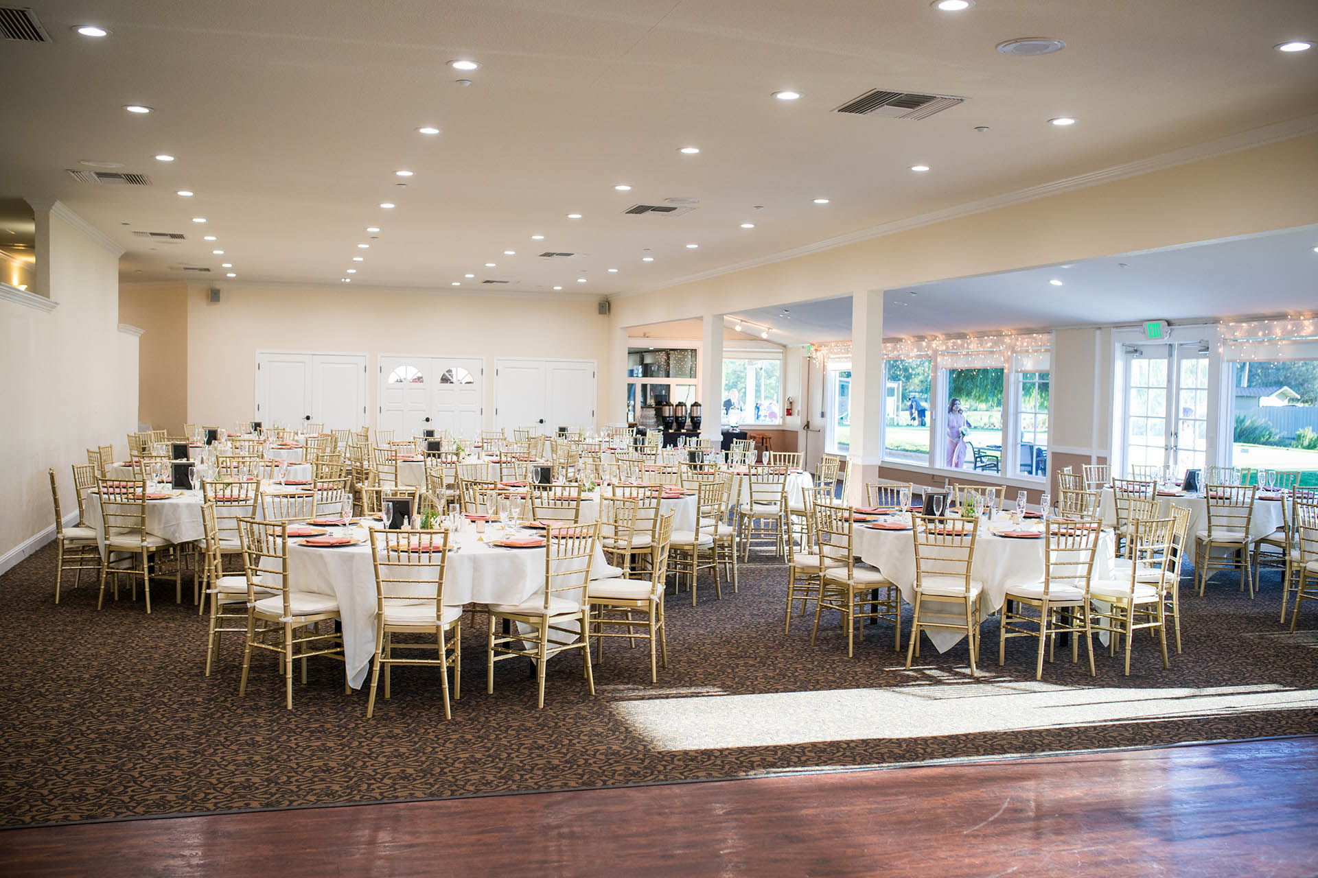 Your Ious Reception Features A Private Sunken Bar All New Carpeting Le Lights