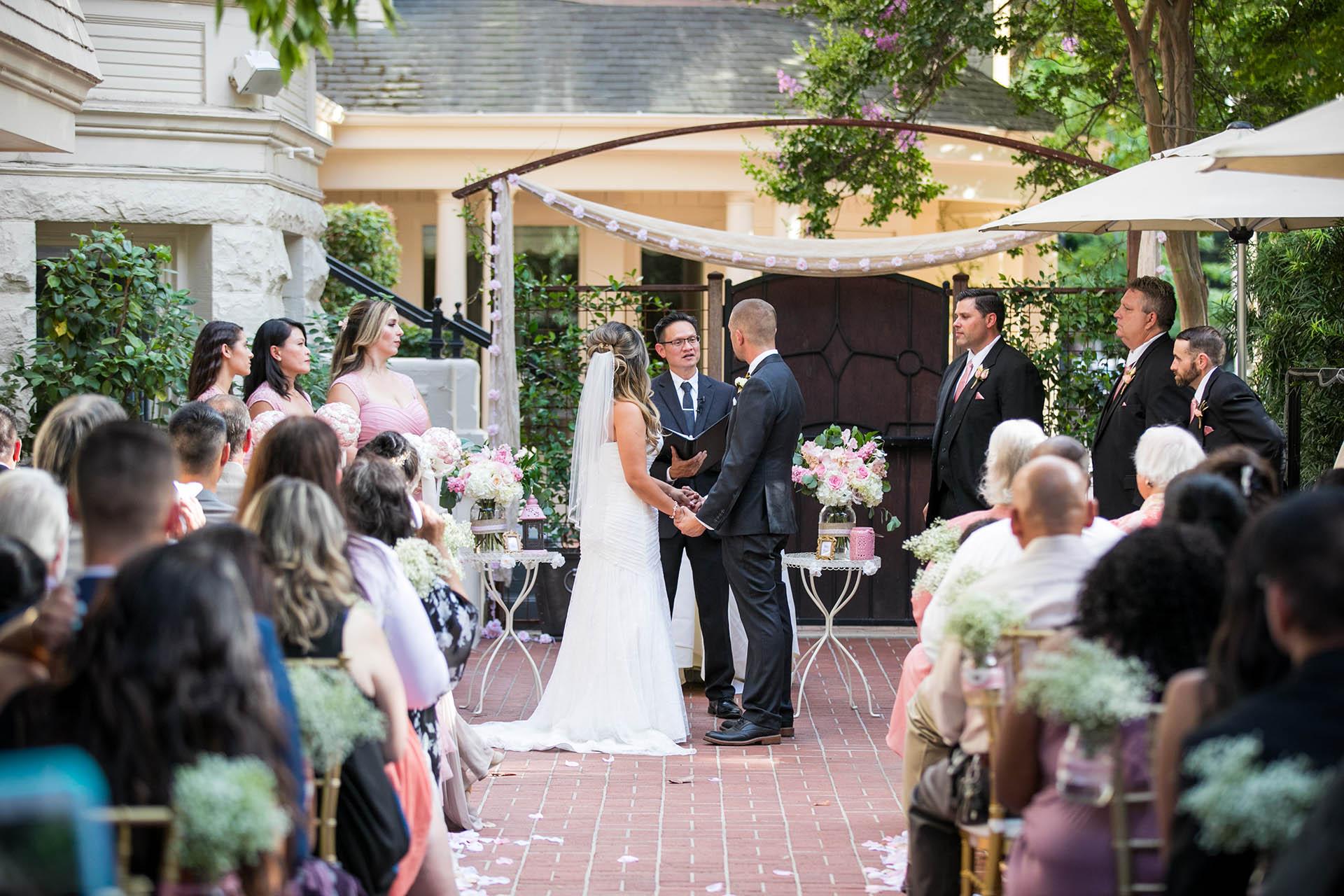 Intimate Outdoor Wedding Ceremonies At Wedgewood Weddings Sterling Hotel Sacramento California