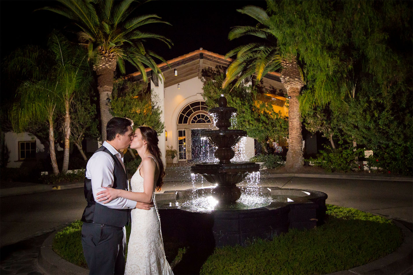Gorgeous fountain backdrop for beautiful wedding portraits