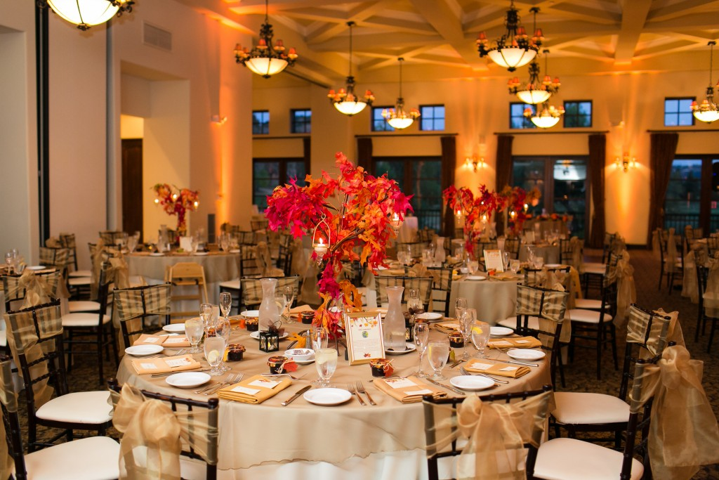 beautiful fall wedding seating arrangement