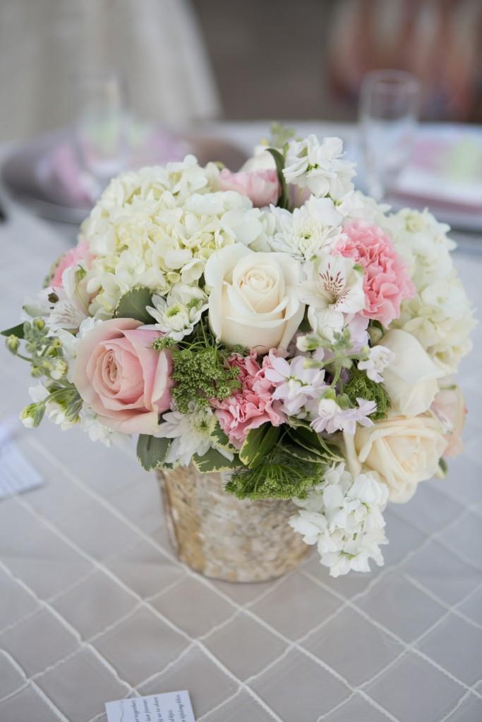 gorgeous floral arrangement wedding table centerpiece