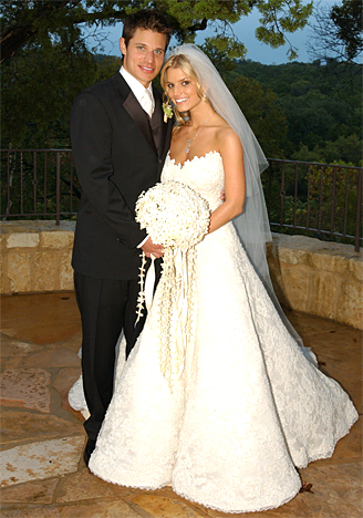 jessica simpson in her wedding dress with nick lachey