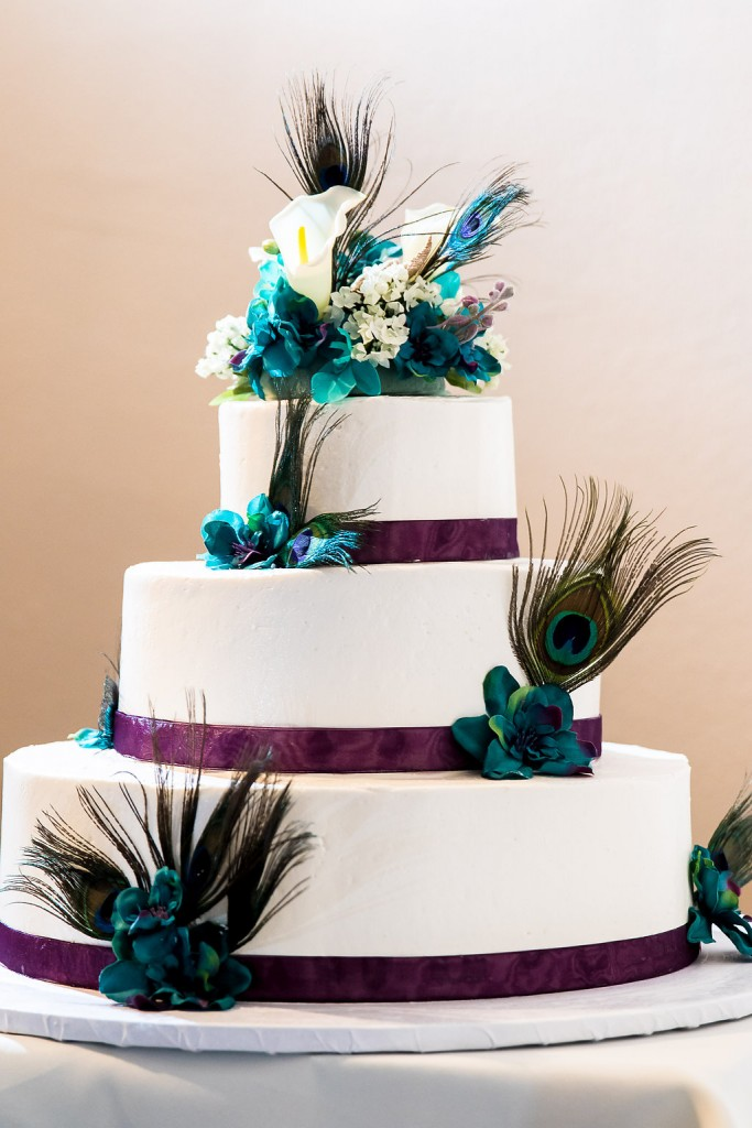 turquoise wedding color scheme cake
