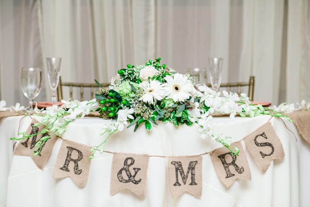 green white wedding color scheme head table