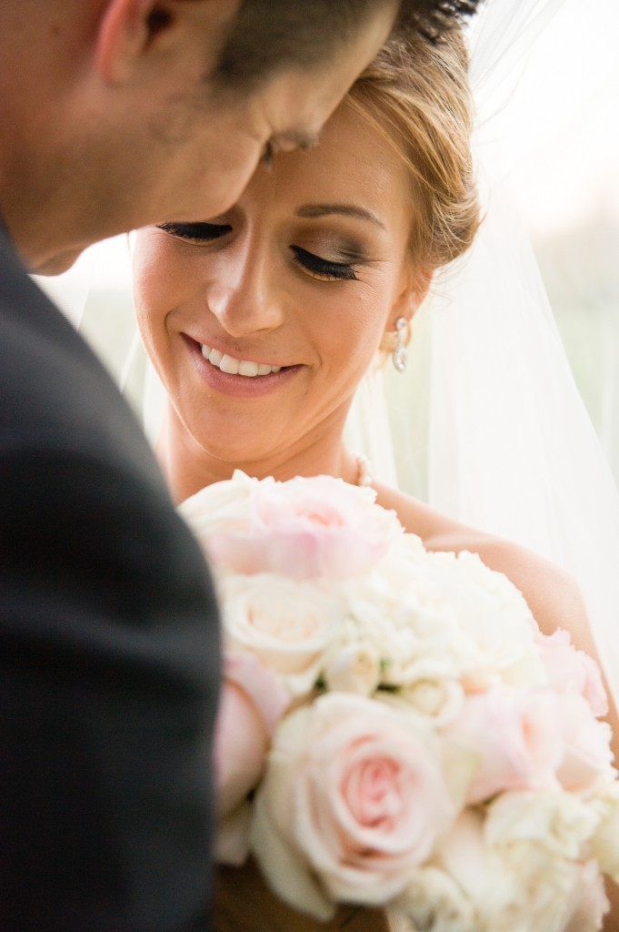 bride and groom beautiful flower bouquet