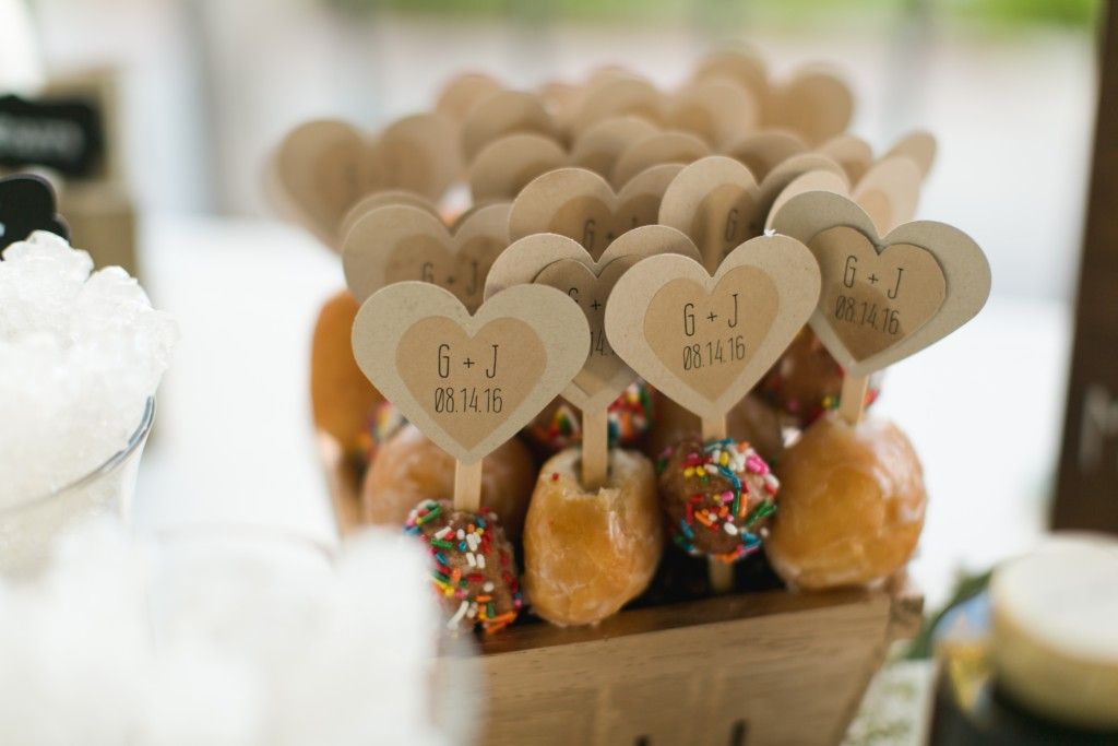 cute wedding desserts with wooden toppers