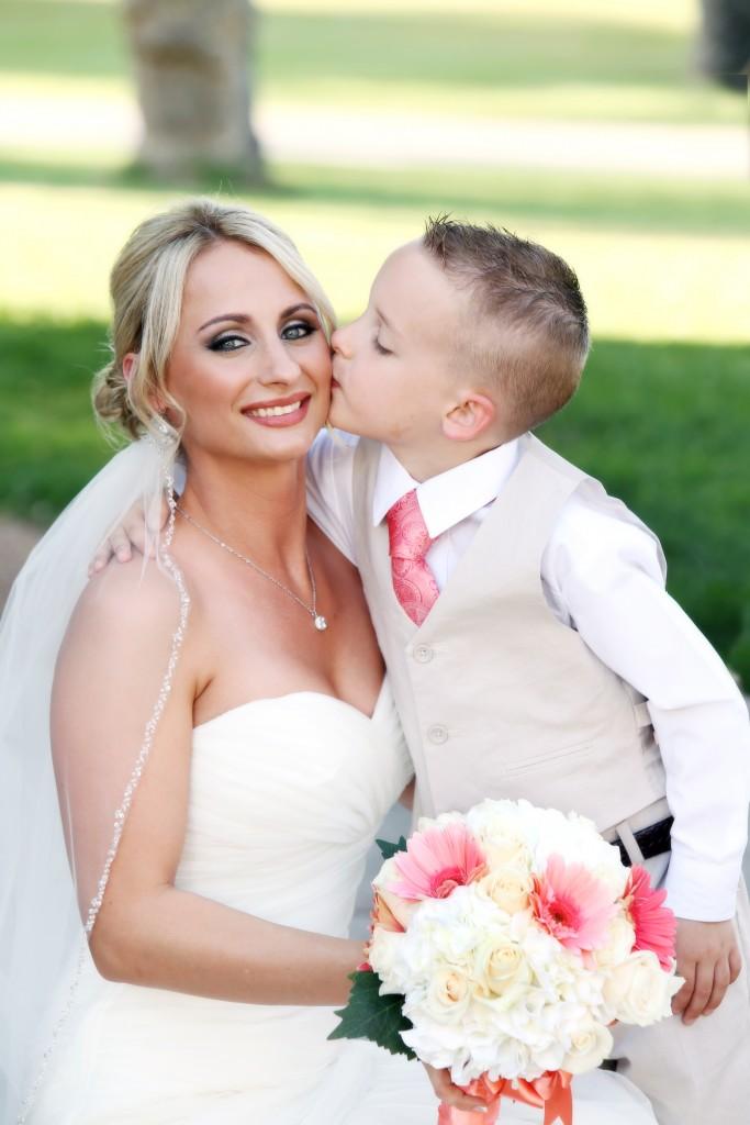 hot pink wedding color scheme bridal bouquet