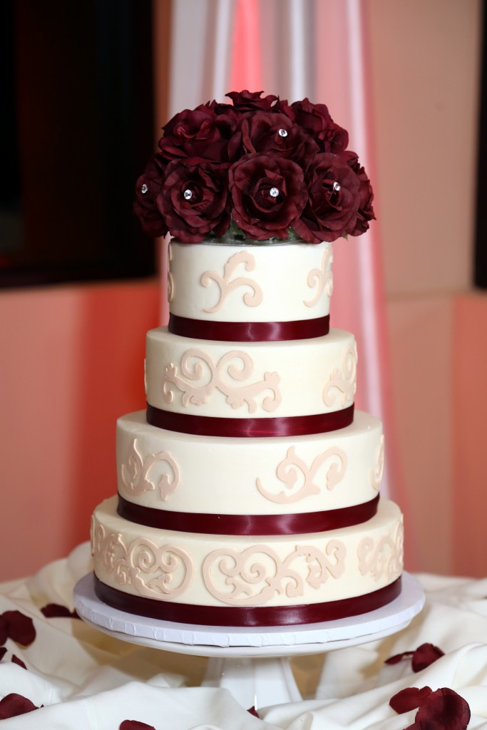 white and bordeaux wedding cake