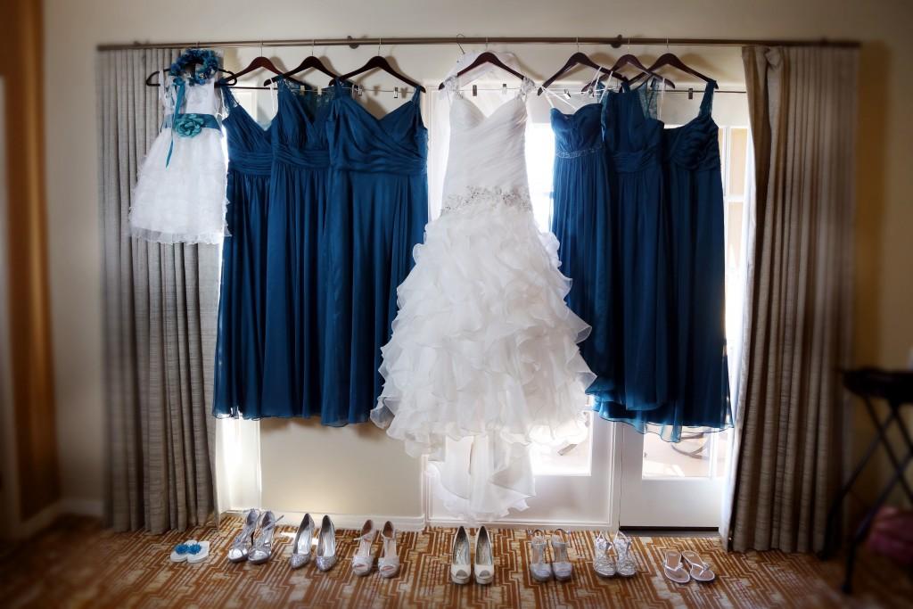 navy blue white wedding color scheme attire