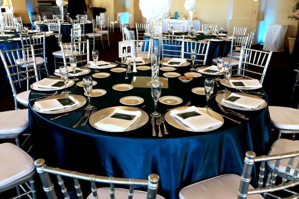 navy blue white wedding color scheme tablescape