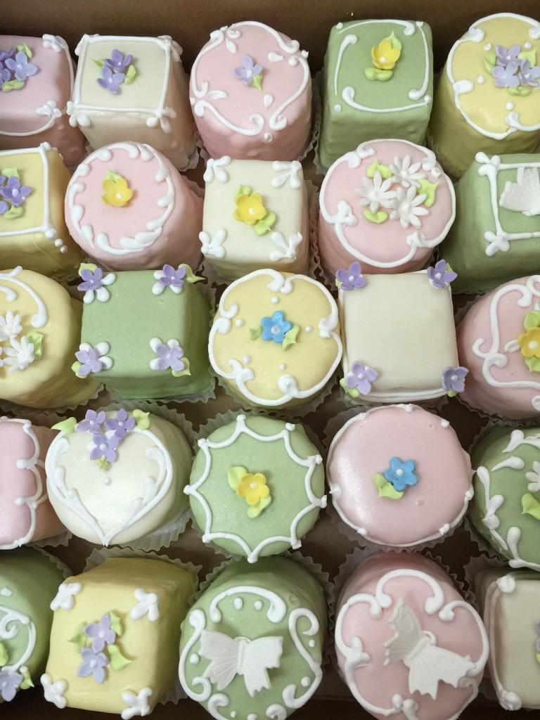 cute wedding mini cakes