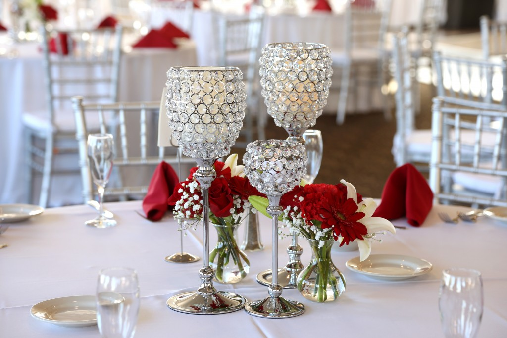 red roses for wedding table centerpiece