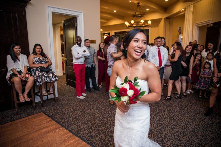 eagle ridge stunning wedding bouquet toss
