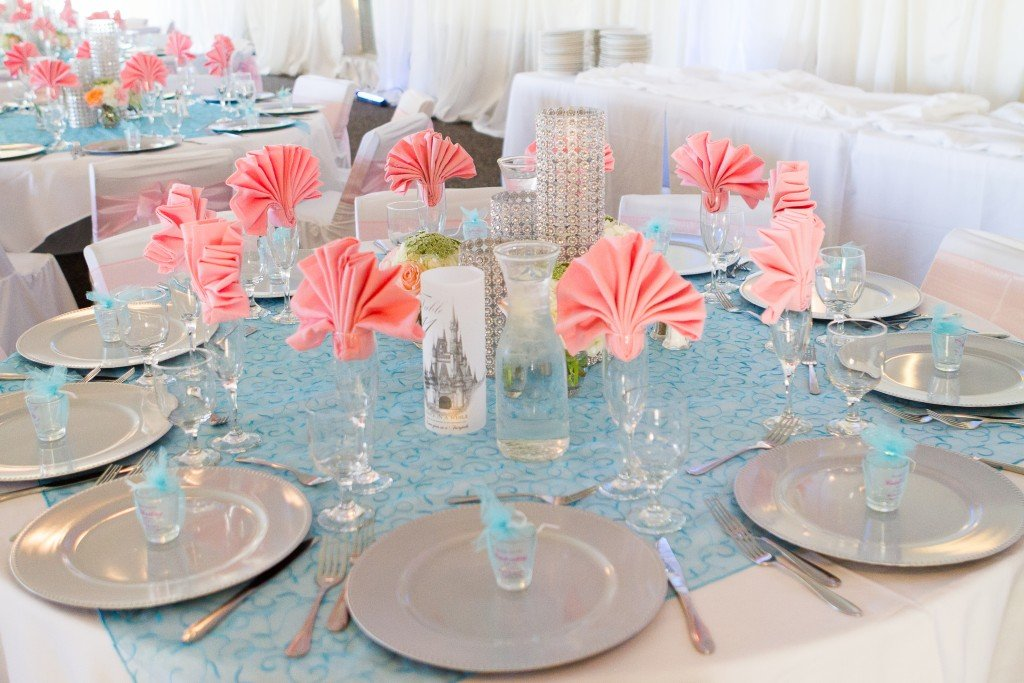 beautiful blue and pink wedding table linens