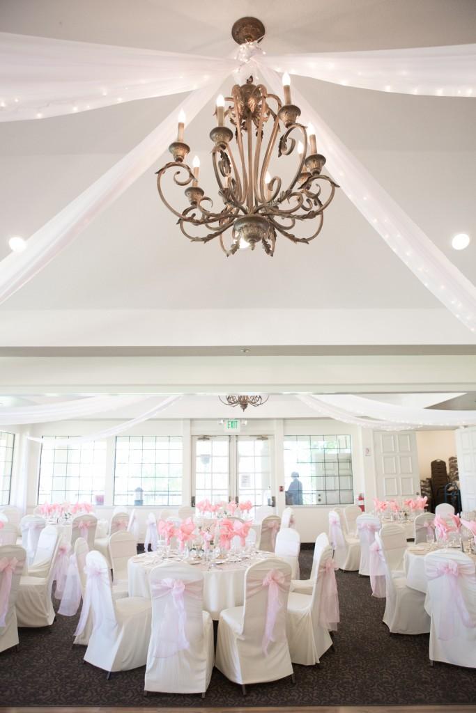 beautiful wedding table linens