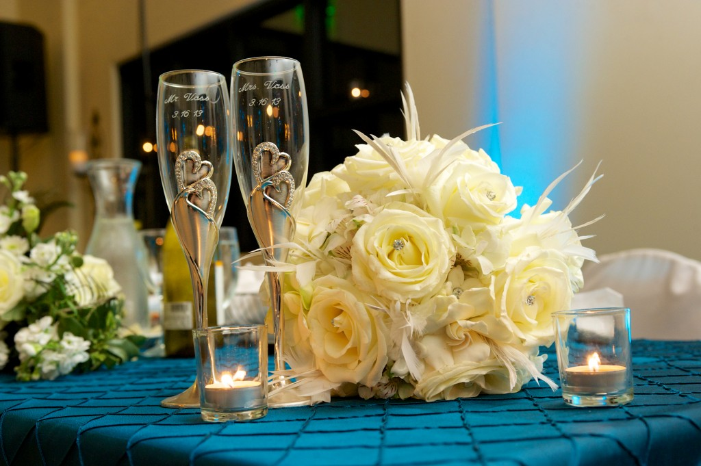 heart bride groom champagne flutes