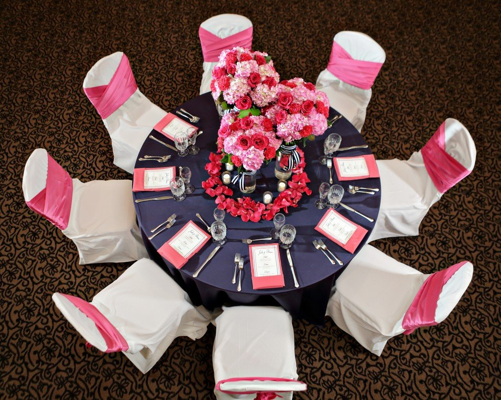 hot pink and navy blue reception table setting