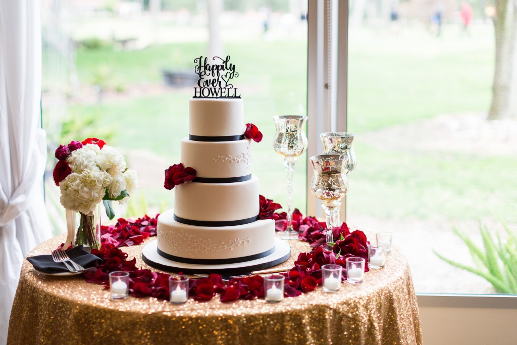 beautiful black and red roses wedding cake
