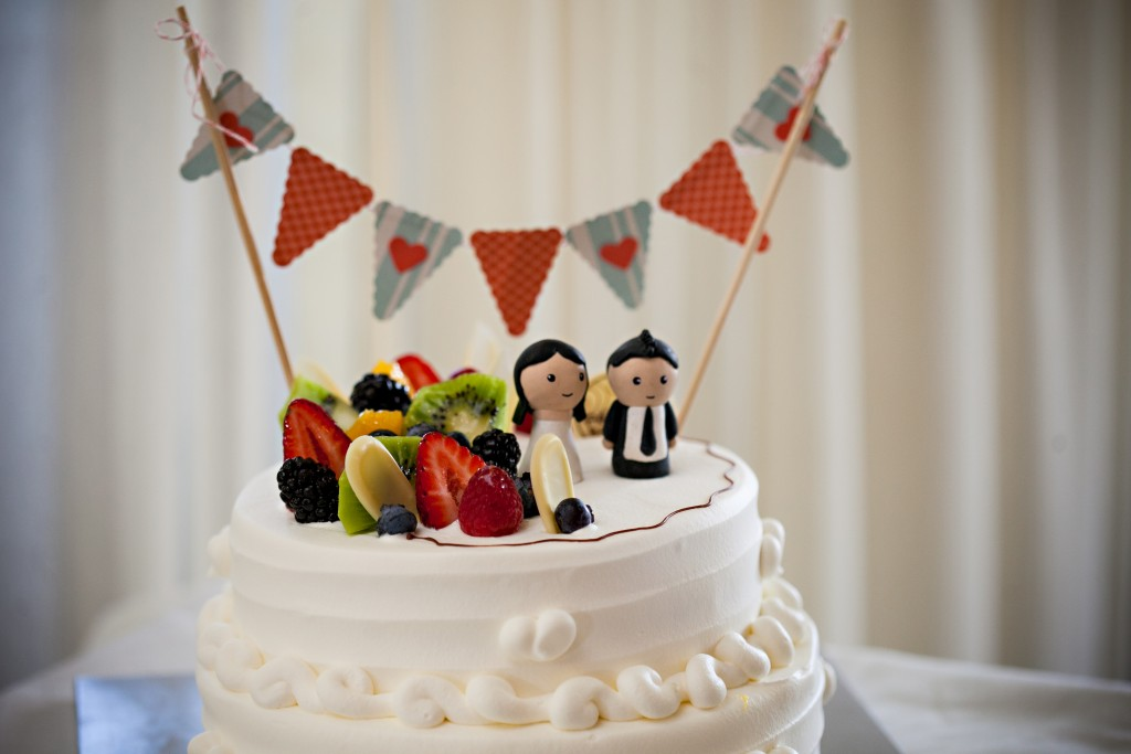 cartoon bride and groom cake topper
