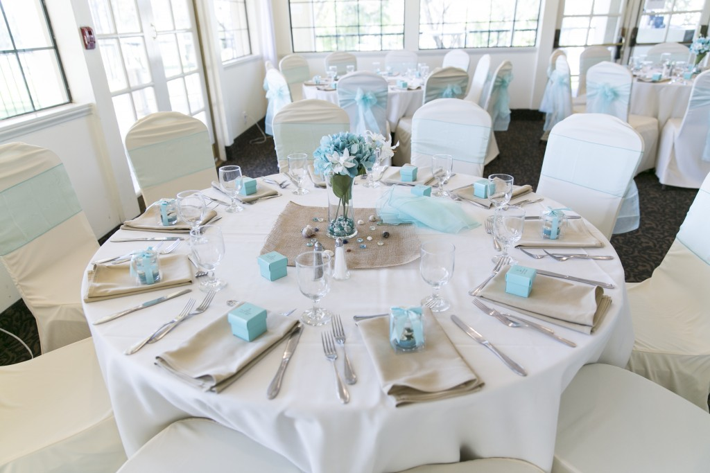 white and blue wedding table décor