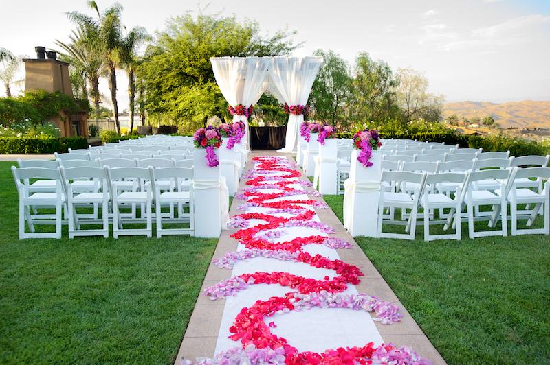 hot pink wedding color scheme ceremony décor