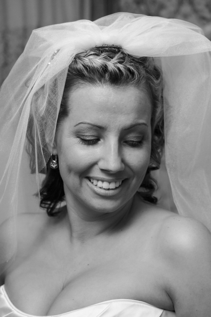 bride with gorgeous veil