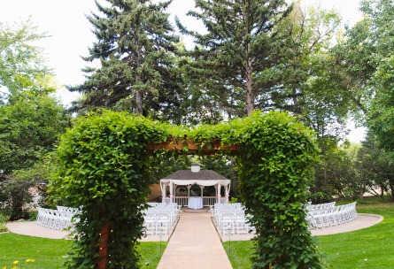 Garden outdoor wedding ceremony - Tapestry House - Laporte, Colorado - Larmier County - Wedgewood Weddings