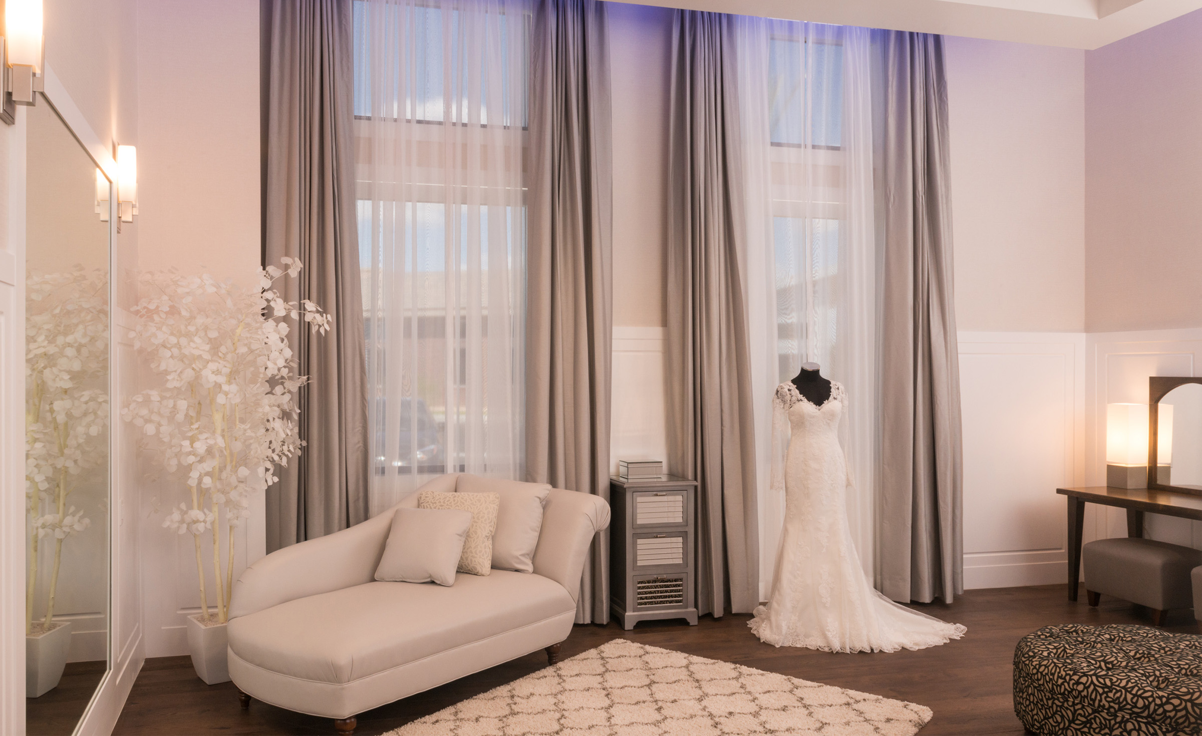 Bridal Suite - Colby Falls - Gilbert, Arizona - Maricopa County - Wedgewood Weddings