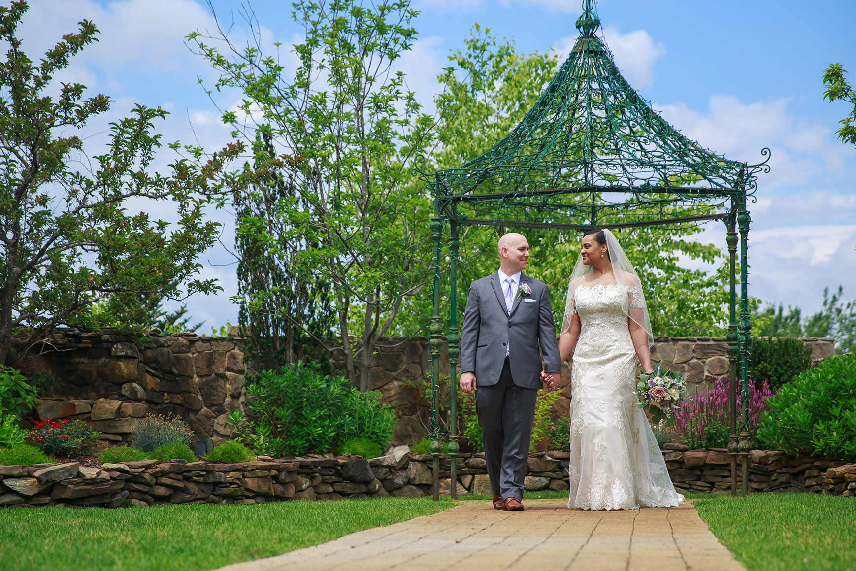 Romantic lovers - Granite Rose - Hampstead, New Hampshire - Rockingham County - Wedgewood Weddings