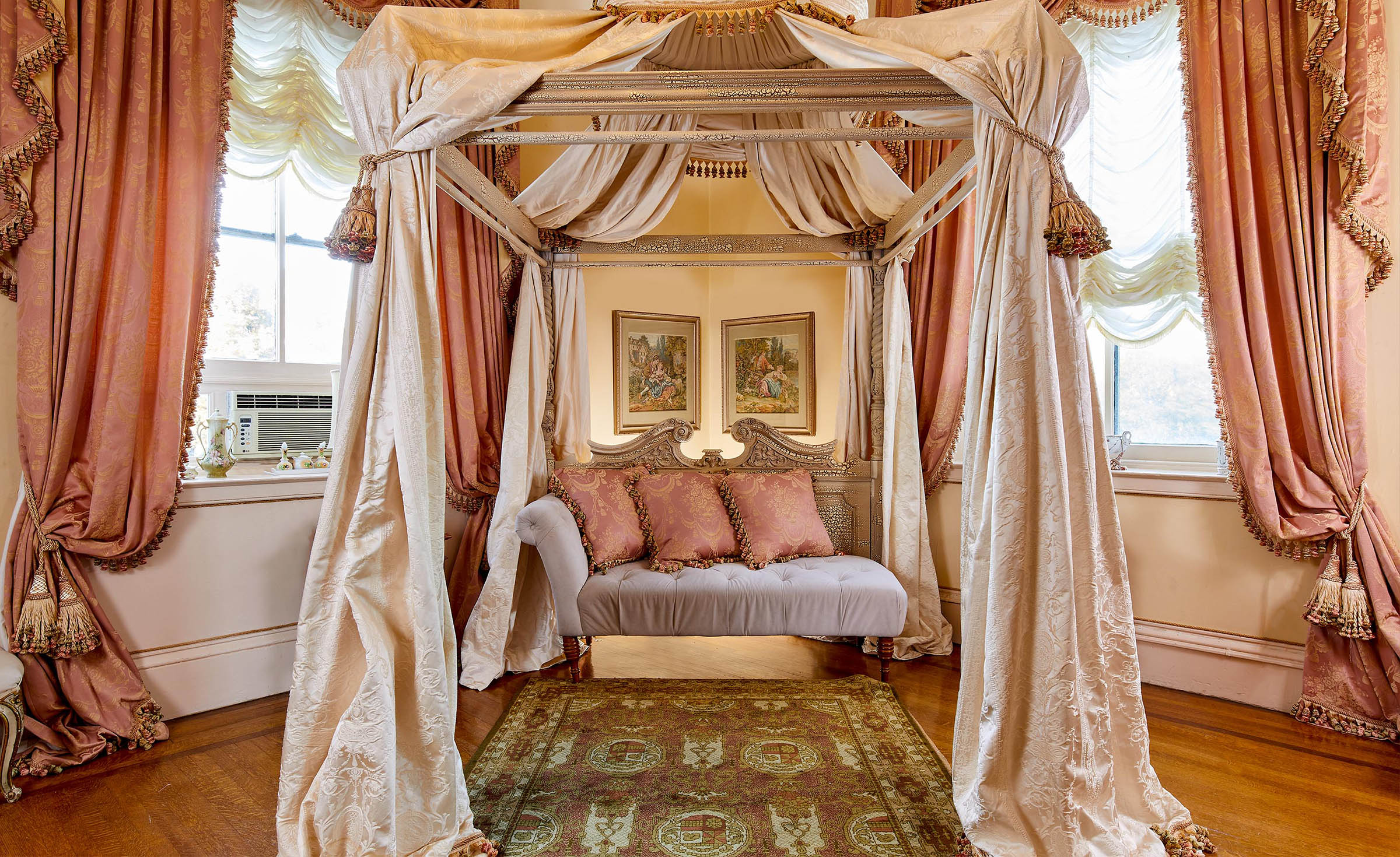 Bridal suite - Jefferson Street Mansion - Benicia, California - Solano County - Wedgewood Weddings