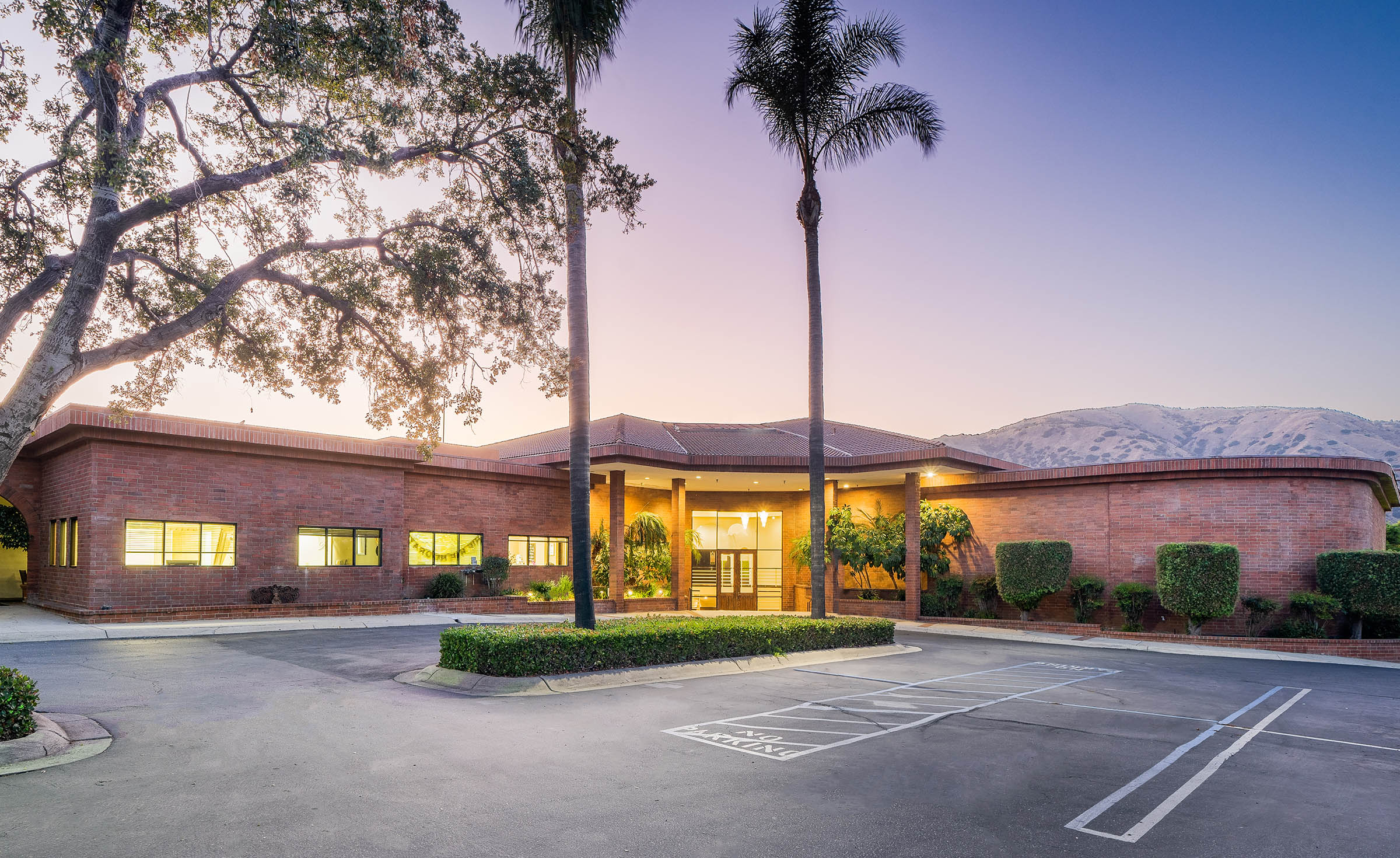 Venue exterior at dusk - Sierra La Verne - La Verne, California - Claremont Area - Los Angeles County - Wedgewood Weddings